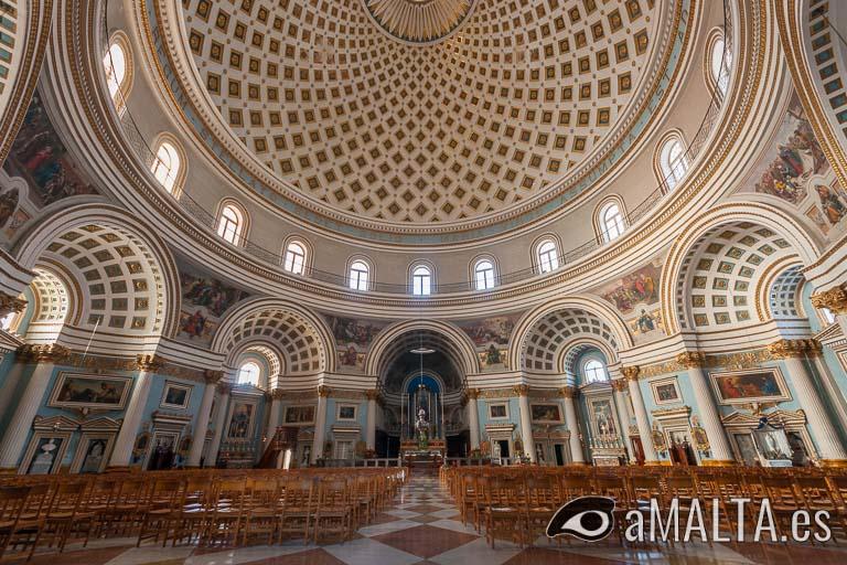 interior de la iglesia rotonda de Mosta